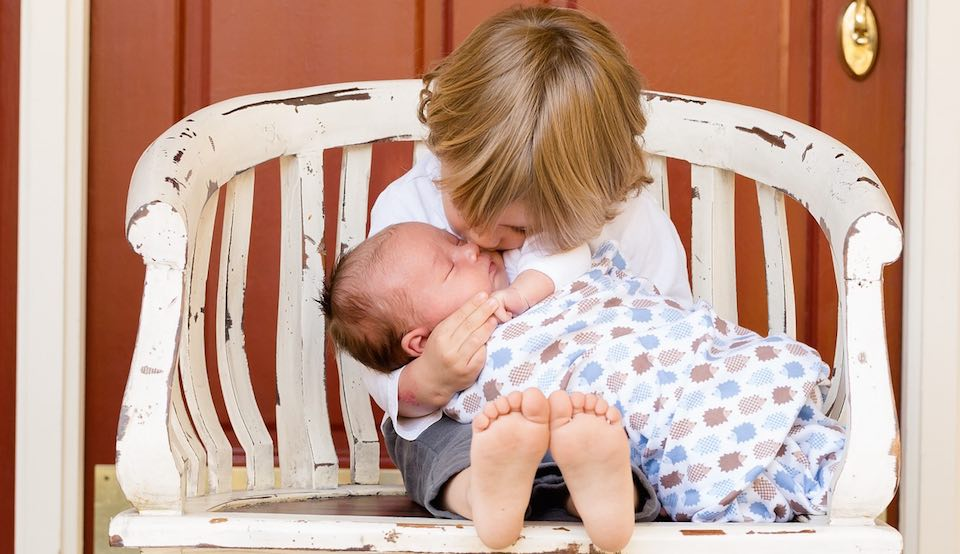 Gelosia tra fratelli: ne parla la pedagogista Emanuela Stara