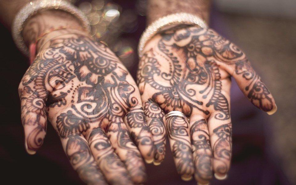 Tradizioni emiratine: l'henné